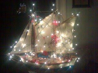 xmasboat.JPG.El